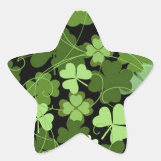 Trébol irlandés verde pegatina en forma de estrella