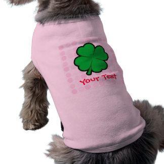 Trébol lindo de cuatro hojas camisetas de perrito