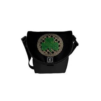 Trébol negro y bolsa de mensajero de los nudos del bolsa de mensajería