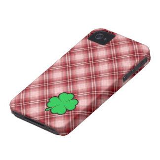 Trébol rojo de la hoja de la tela escocesa 4 iPhone 4 Case-Mate funda