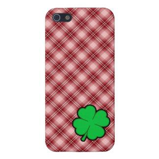 Trébol rojo de la hoja de la tela escocesa 4 iPhone 5 protectores
