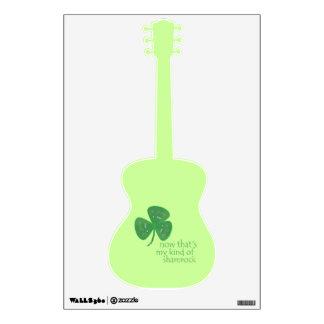 Trébol verde de la púa de guitarra