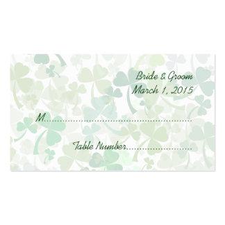 Trébol verde por todo tarjetas del lugar del boda tarjetas de visita