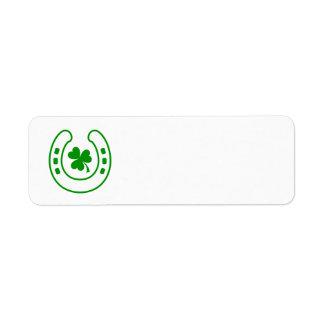 Trébol verde y el día de St Patrick afortunado de Etiquetas De Remite