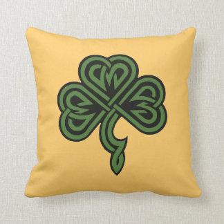 trébol y bendición irlandesa cojín decorativo