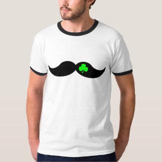 trébol y bigote divertidos playera