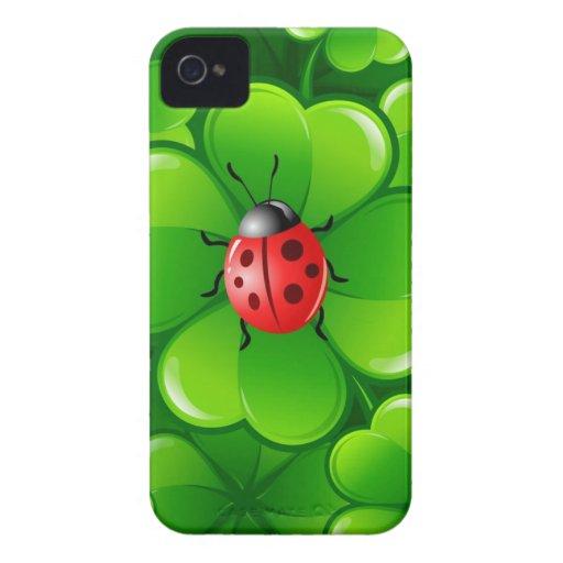 Trébol y mariquita afortunados iPhone 4 protectores