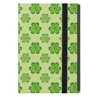 Tréboles afortunados de los tréboles del verde del iPad mini cárcasas