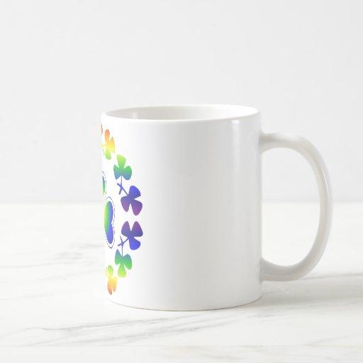 Tréboles afortunados irlandeses del arco iris del  tazas de café