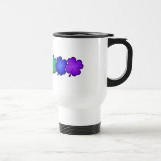 Tréboles de la hoja del arco iris cuatro taza de café