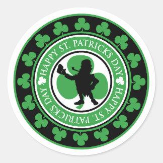Tréboles del Leprechaun del día de St Patrick Pegatina Redonda