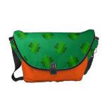 Tréboles en bolso verde del backgroundmessenger bolsas de mensajeria