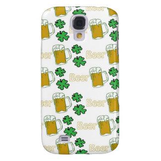 Tréboles irlandeses de la cerveza carcasa para galaxy s4