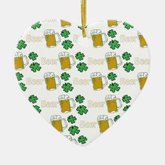 Tréboles irlandeses de la cerveza adorno para reyes
