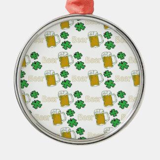 Tréboles irlandeses de la cerveza ornamento para arbol de navidad