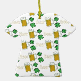 Tréboles irlandeses de la cerveza adorno