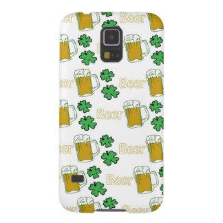 Tréboles irlandeses de la cerveza funda para galaxy s5