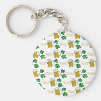 Tréboles irlandeses de la cerveza llavero personalizado