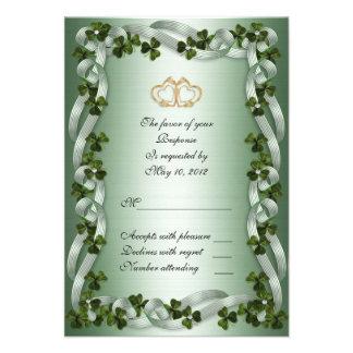 Tréboles irlandeses de la tarjeta de RSVP que se c Comunicado Personal