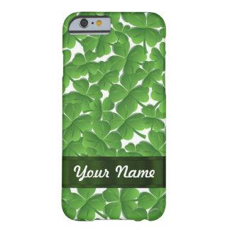 Tréboles irlandeses verdes personalizados funda de iPhone 6 barely there