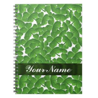 Tréboles irlandeses verdes personalizados cuaderno