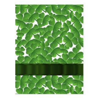 Tréboles irlandeses verdes personalizados tarjetas postales