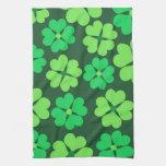 Tréboles verdes afortunados toallas