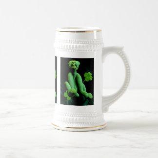 Tréboles verdes del abd del oso jarra de cerveza