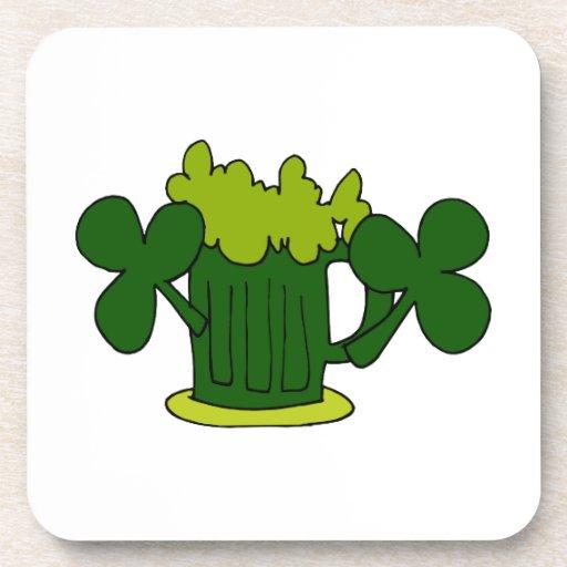 tréboles verdes image.png de la taza de cerveza posavasos