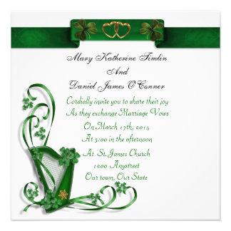Tréboles y cinta irlandeses de la arpa de la invit