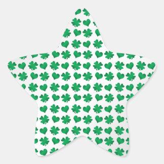 Tréboles y corazones verdes blancos calcomanía forma de estrella