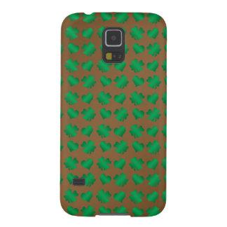 Tréboles y corazones verdes de Brown Fundas De Galaxy S5