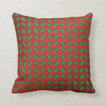 Tréboles y corazones verdes rojos almohada