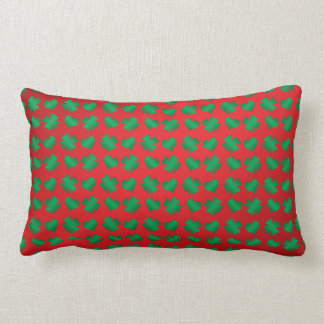Tréboles y corazones verdes rojos almohadas