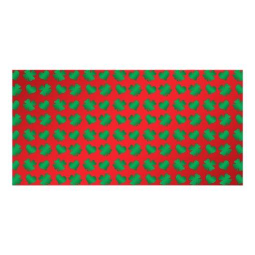 Tréboles y corazones verdes rojos tarjetas personales