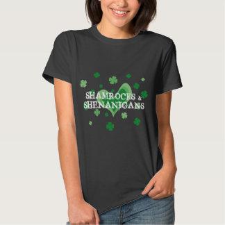 Tréboles y Shenanigans de la camiseta el | del día Polera