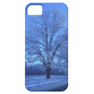 Tree covered in snow on barren landscape. iPhone SE/5/5s case