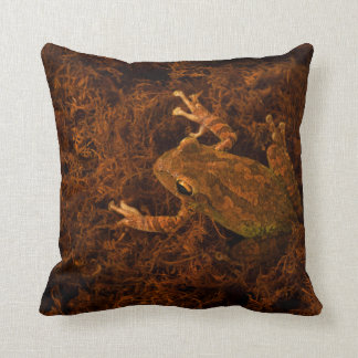 tree frog in moss animal design throw pillow