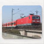 Tren alemán rojo alfombrillas de ratón