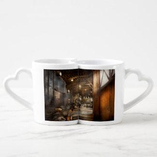 Tren - aliste en la casa de máquinas set de tazas de café