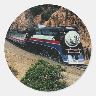 Tren americano 4449 en el cabo de Hornos, Californ Pegatina Redonda