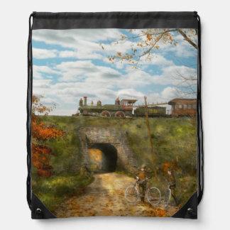 Tren - Arlington, NJ - disfrutar del día del otoño Mochilas