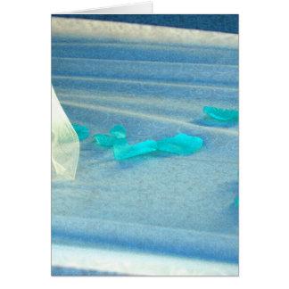 Tren azul del vestido de boda de los pétalos color tarjeta