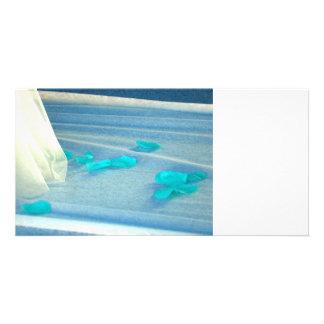 Tren azul del vestido de boda de los pétalos color tarjetas personales