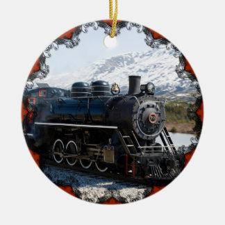 Tren blanco del paso en el ornamento de la nieve adorno navideño redondo de cerámica