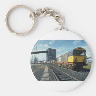Tren del carbón de Railfreight en la central eléct Llavero