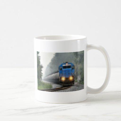 Tren del etanol en la niebla taza