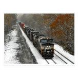 Tren Eastbound de la pila en nieve Postales