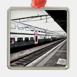 Tren en la estación en Suiza Adorno Navideño Cuadrado De Metal
