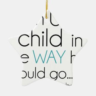 Tren encima de un niño… adorno navideño de cerámica en forma de estrella